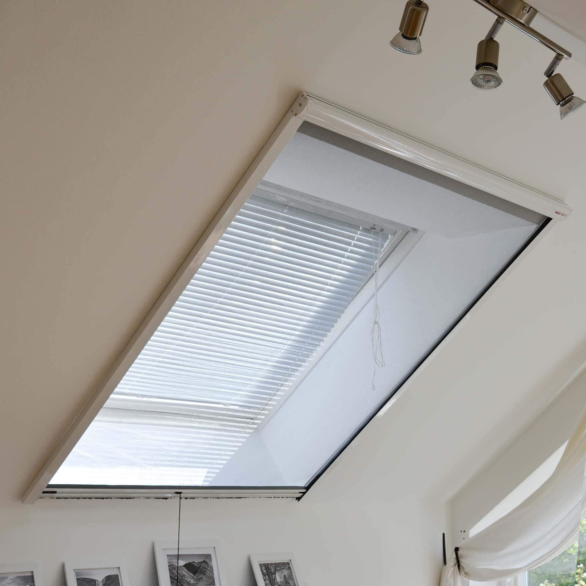 Dachfenster-Insektenschutzrollo mit regulierbarer Feder | Topline
