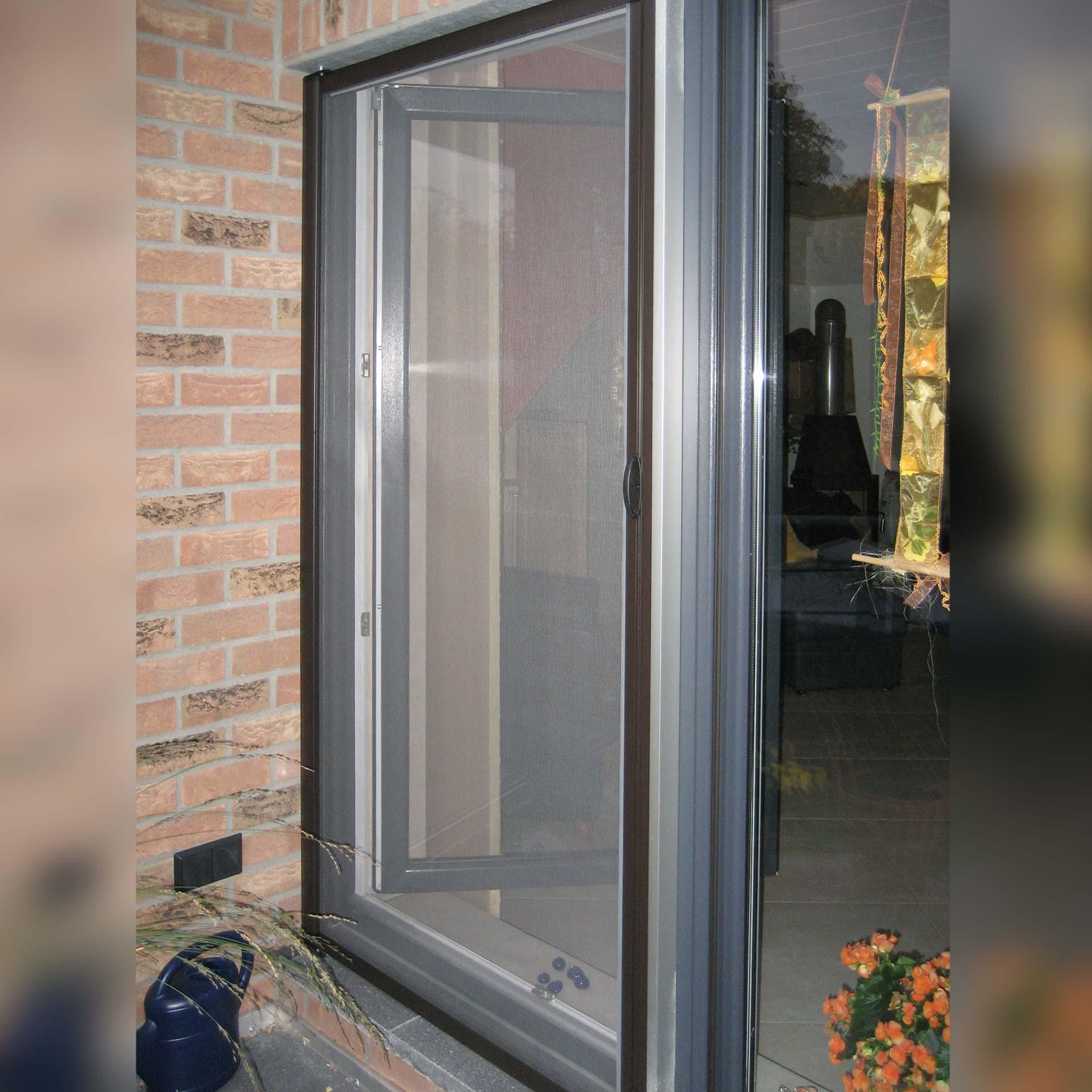 Insektenschutzrollo für Türen bis 1200 Breite | mit Bügelgriffen | Multiline