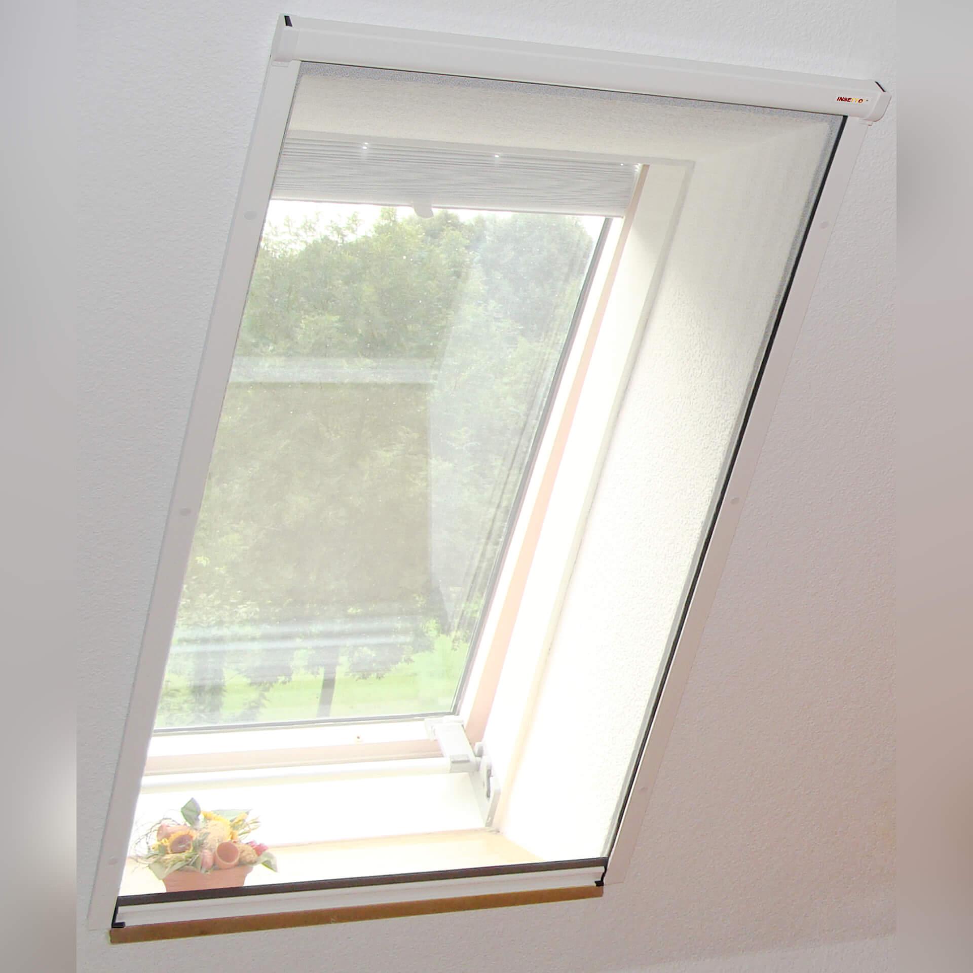 Preiswertes Insektenschutzrollo für Dachfenster | zum Anschrauben | Adria